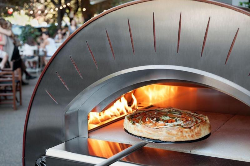 Biesiadowanie z piecem do pizzy (piecem chlebowym). 9
