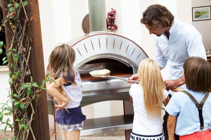 Biesiadowanie z piecem do pizzy (piecem chlebowym). 13
